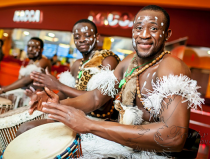 Шоу африканских барабанщиков