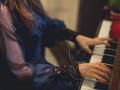 Заказать недорого пианиста на праздник в Москве