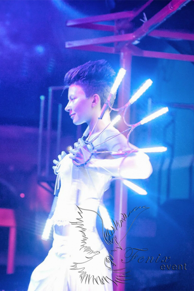 Лучшее световое неоновое шоу на праздник в Москве.