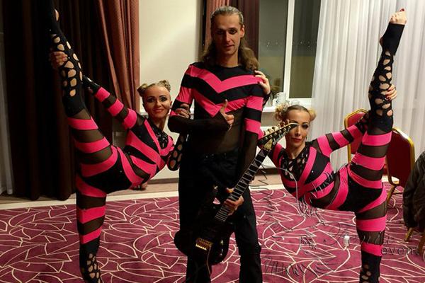 Шоу воздушных гимнастов на праздник недорого в Москве
