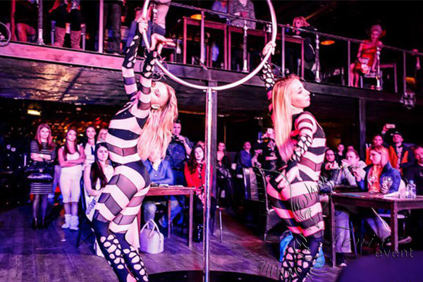 Заказать шоу воздушных гимнастов недорого на праздник в Москве