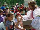 Подарки деткам на День защиты детей. Москва 2016.