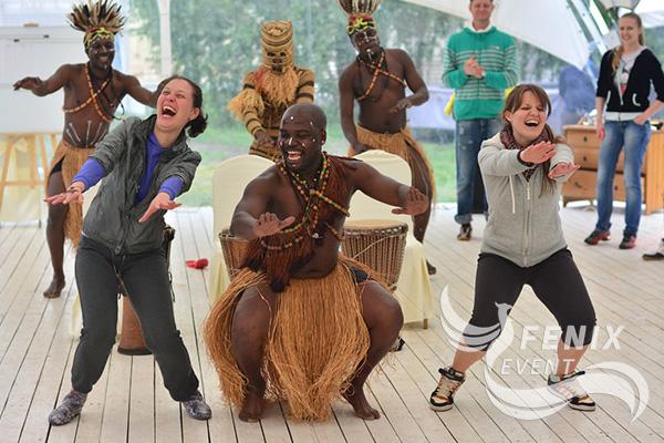 Африканские барабанщики на праздник в Москве