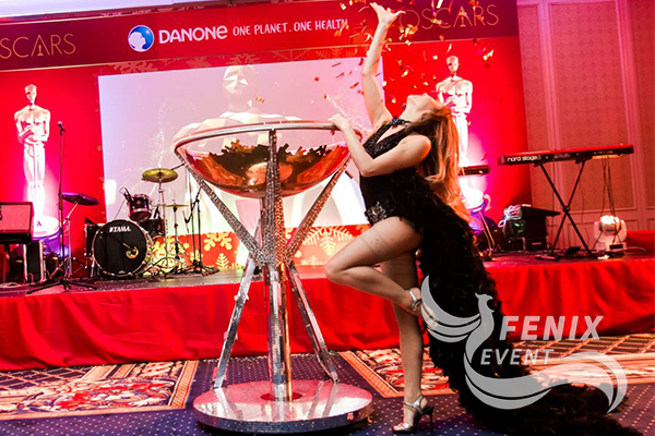 Заказать шоу девушка в бокале на праздник Москва