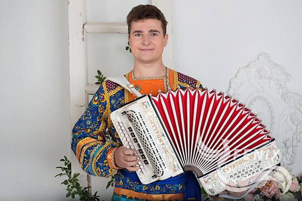 Профессиональный гармонист баянист на праздник Москва
