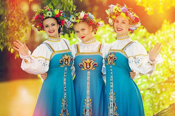 Заказать фольклорный народный ансамбль на праздник в Москве