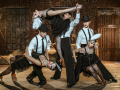 Танцевальный коллектив с номером в стиле Чикаго