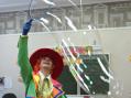 Шоу гигантских мыльных пузырей для детей