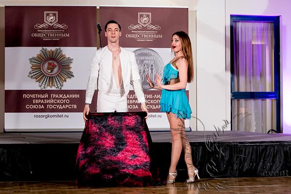 Шоу трансформации костюмов на праздник в Москве