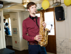 Саксофонист на встречу гостей в Москве