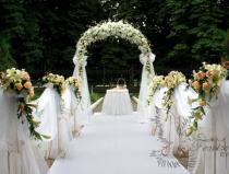 Выездная регистрация брака в Москве в парке