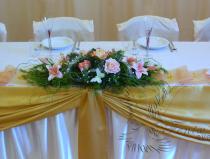 Букет цветов на стол новобрачных
