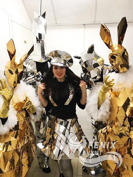 Артисты на праздник, свадьбу, корпоратив в зеркальных костюмах Москва