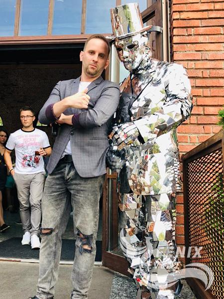 Зеркальный человек на встречу гостей недорого Москва