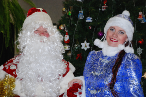 Дед Мороз и Снегурочка на новый год в детском саду