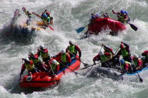 Экстремальный тимбилдинг Сплав по реке на лодках