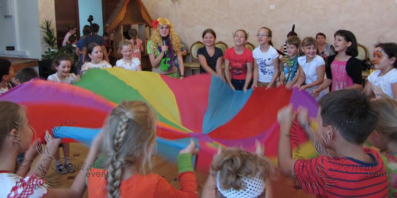 Красочный реквизит на детские праздники