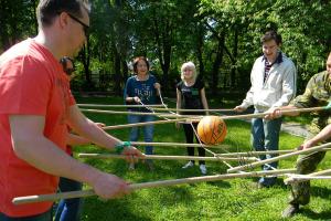 Спортивный тимбилдинг - веревочный курс в Москве