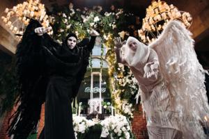 Ходулисты на Хэллоуин в Москве