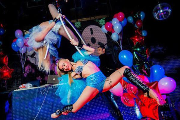 Воздушное танцевальное акробатическое шоу в Москве