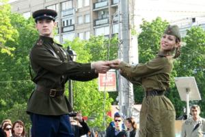 Танцевальные коллективы с военной программой