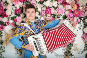 Гармонист на праздник в Москве