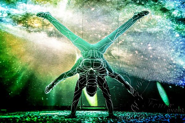 Световое акробатическое шоу Москва