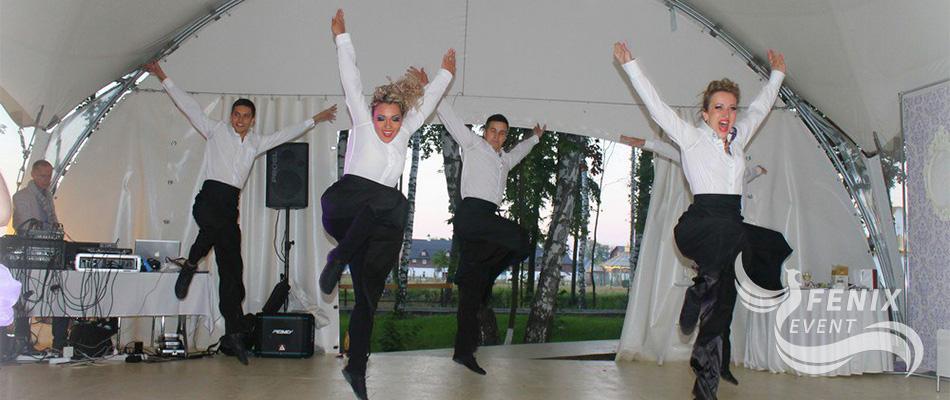 Заказать шоу танцующих официантов на праздник в Москве. Заказать шоу танцующих официантов на праздник Москва.